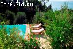 Вилла с частным пляжем в Пирги
