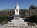 Памятник гильфорду-основателю ионической академии